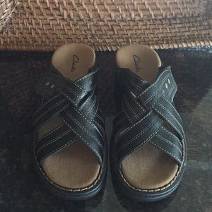 Clarks Black Leather Slip-On Sandals Velcro Sz8